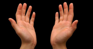The First Symptoms of Cancer Appear On the Hands