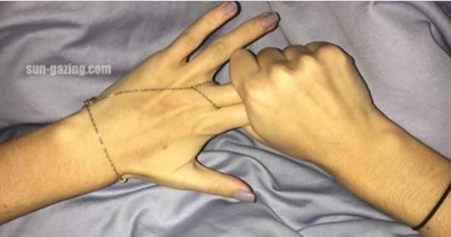 Rub-This-Two-Fingers-for-60-Second-And-See-What-Happen-to-Your-Body...Unbelievable