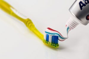 Things to do to Maintain Healthy Teeth and Gums